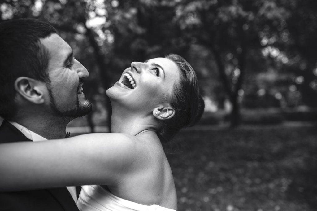 couple et émotion lors des photos de mariage