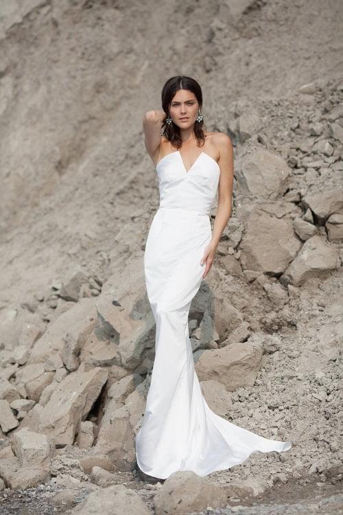 robe blanche style mariage avec queue de sirene