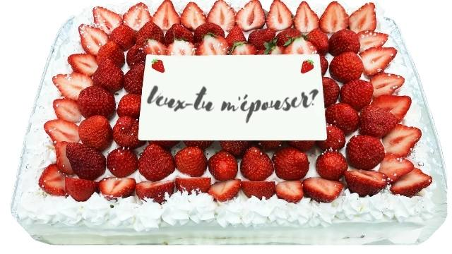 veux-tu m'épouser? écrit sur un gâteau