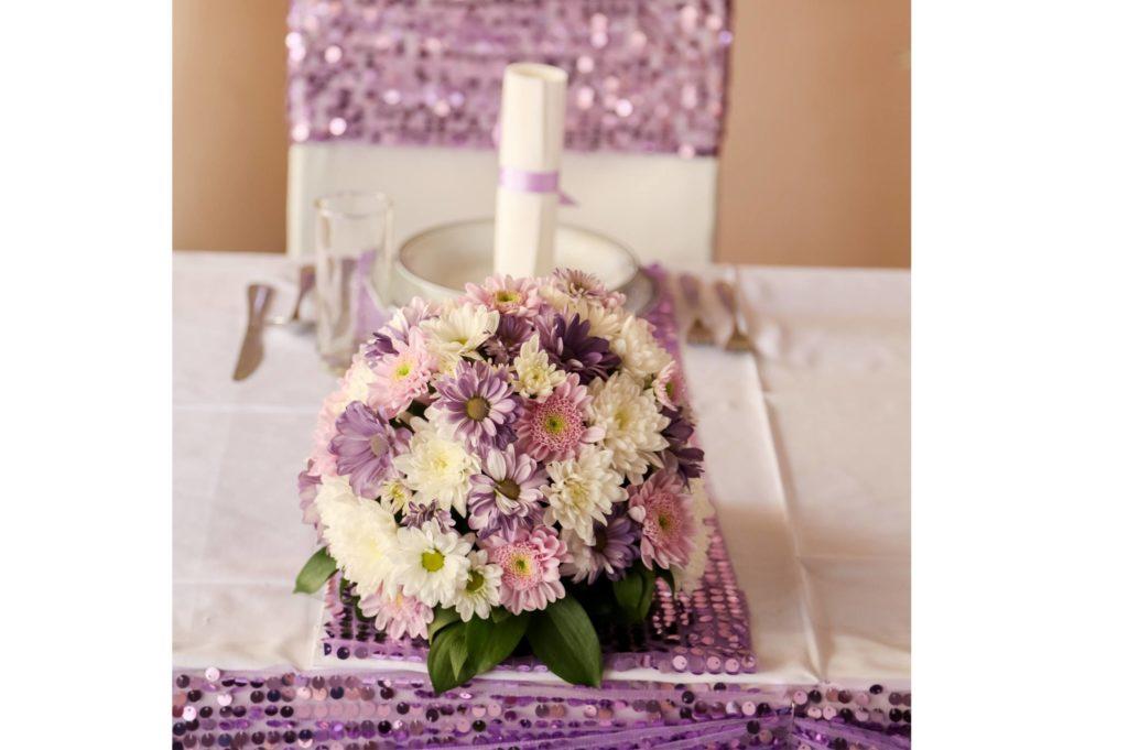 decoration violette fleurs tonales