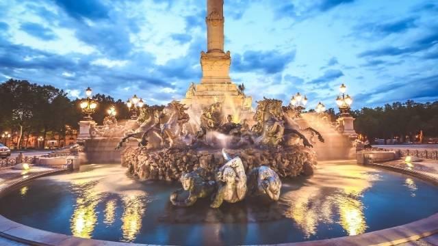 quinconces fontaine des girondins