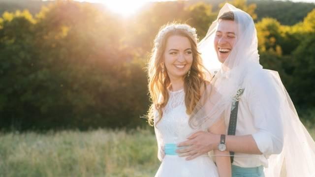 rire et sourire durant la seance photo de mariage