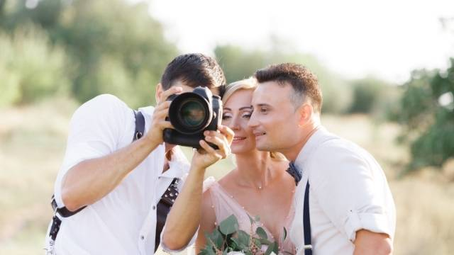 relation de confiance avec le photographe de mariage pour poser
