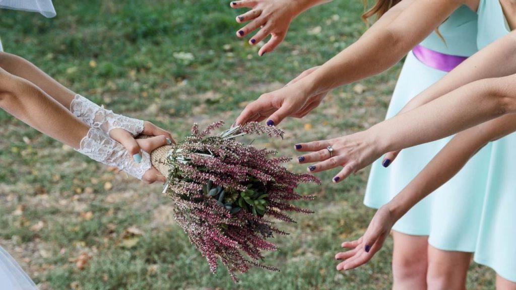 toucher le bouquet pour la chance